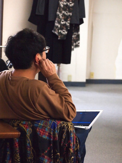 岡崎藝術座「+51 アビアシオン, サンボルハ」稽古の様子。神里雄大。