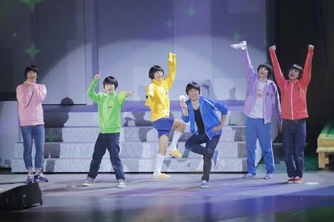 舞台「おそ松さん on STAGE ~SIX MEN'S SHOW TIME 3~」より。