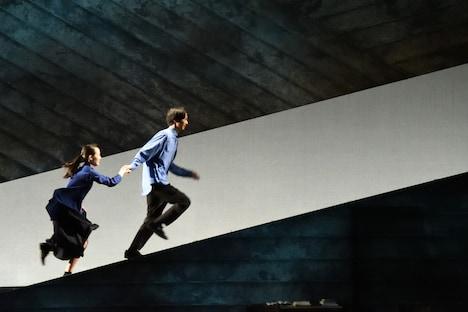 二兎社公演43「私たちは何も知らない」より。(撮影:本間伸彦)
