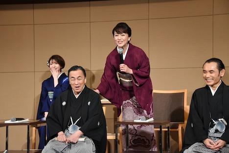 佐藤B作(中央左)とあめくみちこ(中央右)