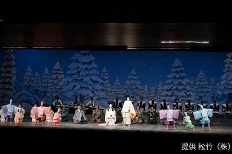 「十二月大歌舞伎」夜の部より「本朝白雪姫譚話」。(c)松竹