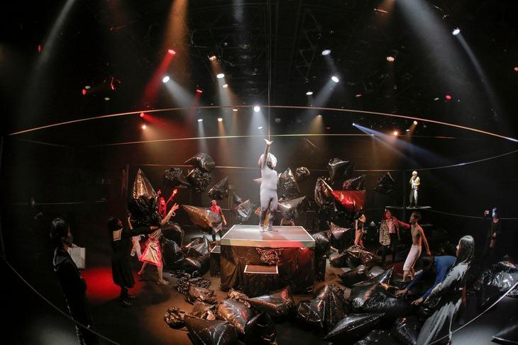 劇団壱劇屋本公演「空間スペース 3D」より。