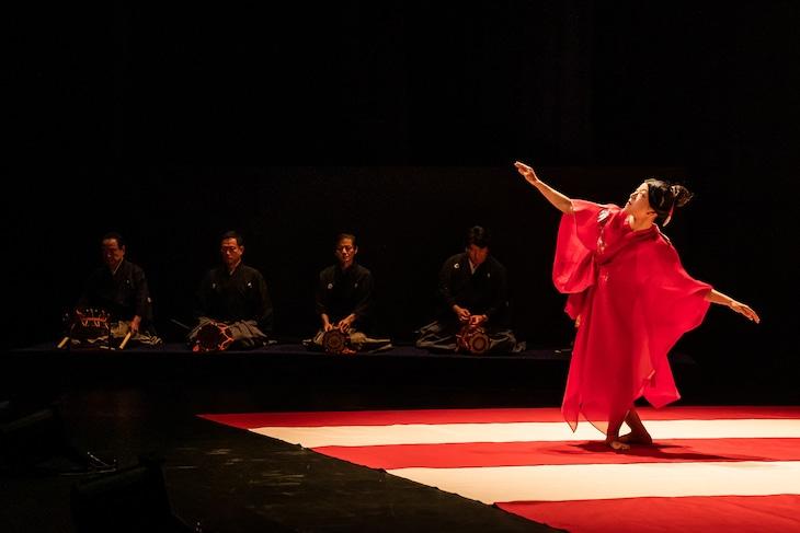 木ノ下歌舞伎 舞踊公演「娘道成寺」より。(撮影:井上嘉和)