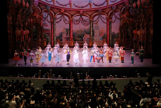 東京バレエ団「くるみ割り人形」全2幕 新制作より。(Photo by Kiyonori Hasegawa)