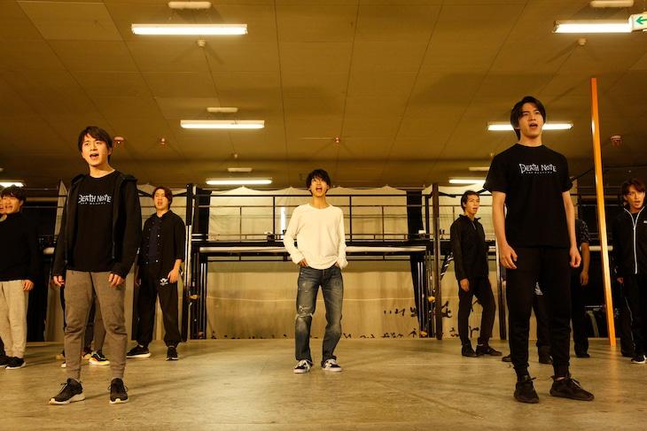 「デスノートTHE MUSICAL」稽古場歌唱披露より。(撮影:渡部孝弘)