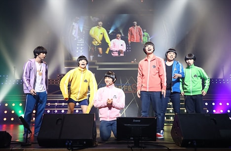 「STAGE FES 2019-2020」より、舞台「おそ松さん on STAGE~SIX MEN'S SHOW TIME 3~」のキャスト。