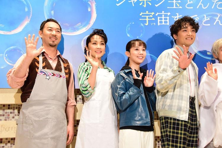 左から福井晶一、濱田めぐみ、咲妃みゆ、井上芳雄。