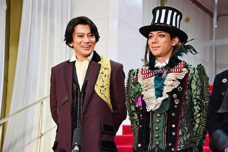 左から小西遼生、柿澤勇人。