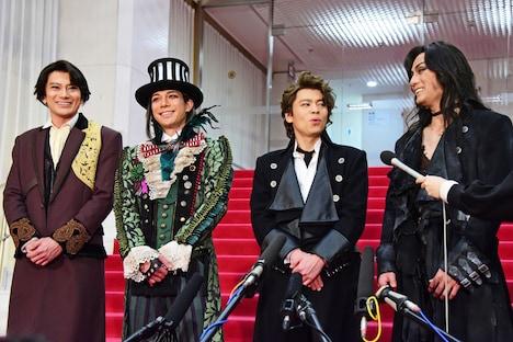 左から小西遼生、柿澤勇人、中川晃教、加藤和樹。