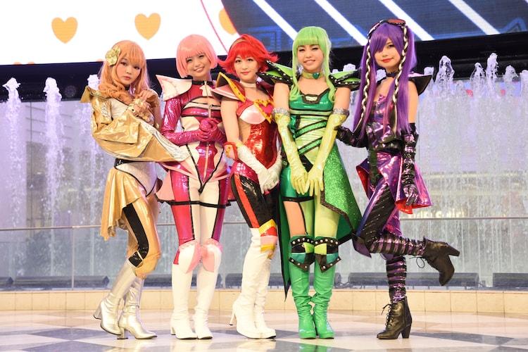 左から平塚日菜、西葉瑞希、上西恵、佐藤日向、鹿目凛。