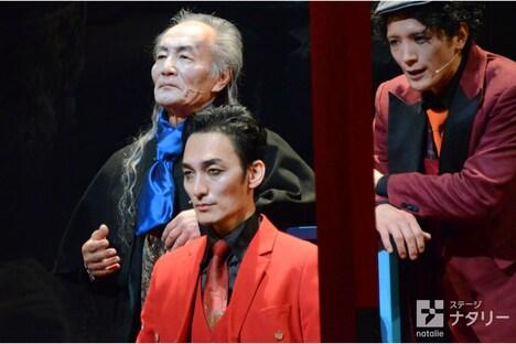 KAAT神奈川芸術劇場プロデュース「アルトゥロ・ウイの興隆」より。