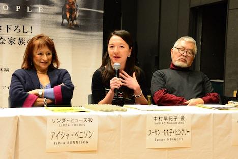 左からアイシャ・ベニソン、スーザン・もも子・ヒングリー、小田豊。