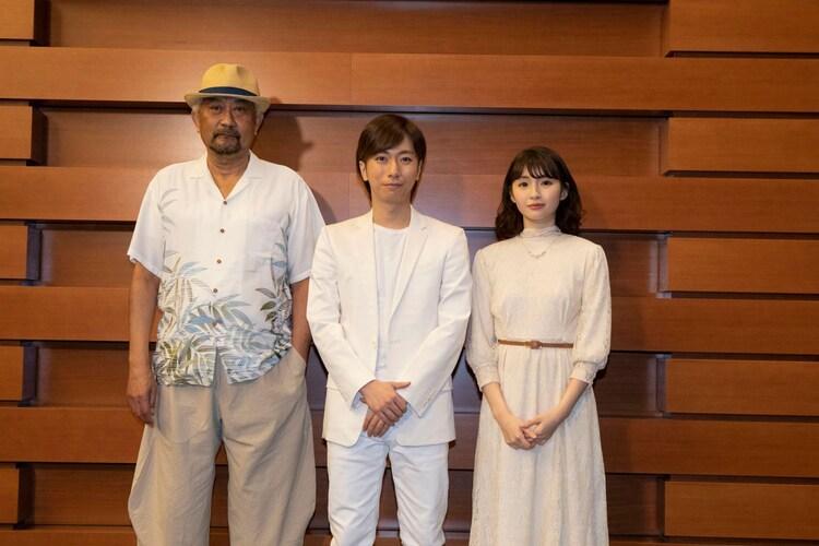 ミュージカル「天国の本屋」囲み取材より、左からブラザートム、河合郁人(A.B.C-Z)、井上小百合(乃木坂46)。