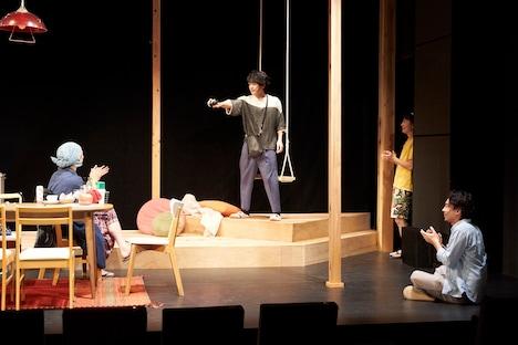 チームホッシーナ 第4回劇場公演「なにをシェアするハウスター」より。(撮影:NORI)