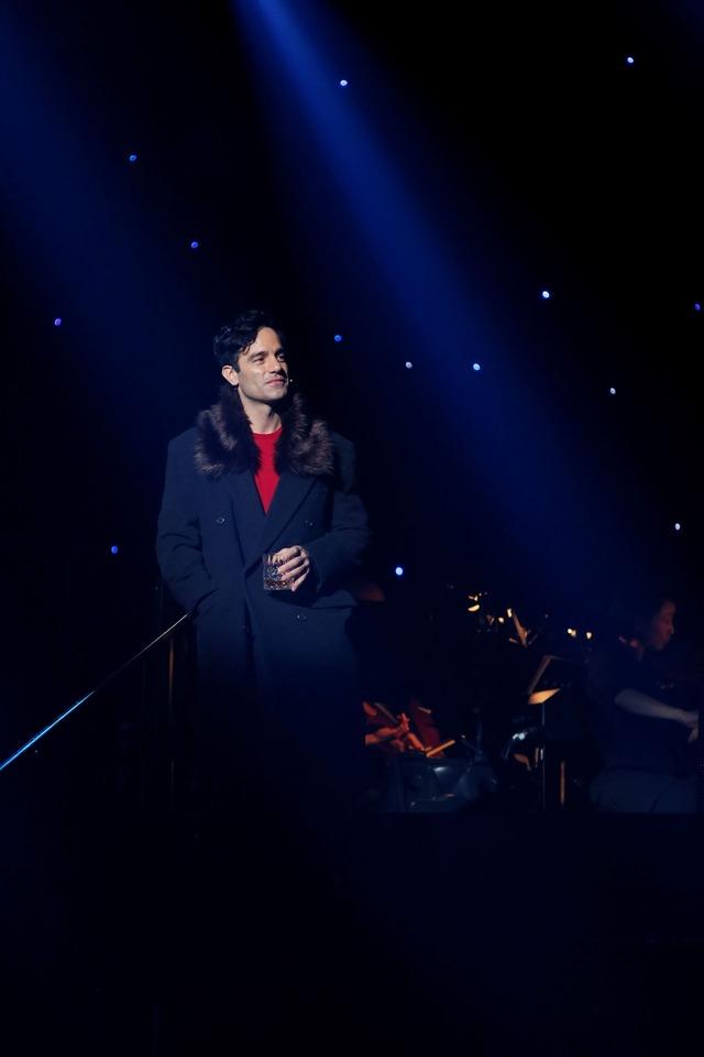 「CHESS THE MUSICAL」より、ラミン・カリムルー。(撮影:岸隆子(Studio Elenish))