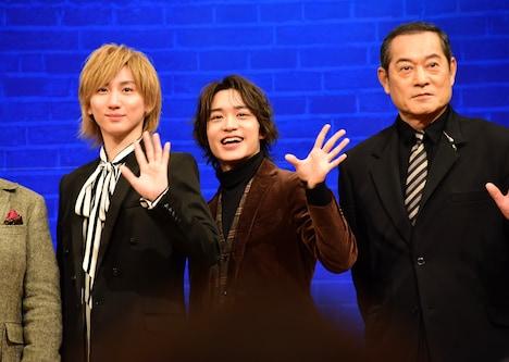左から京本大我(SixTONES)、松岡広大、松平健。
