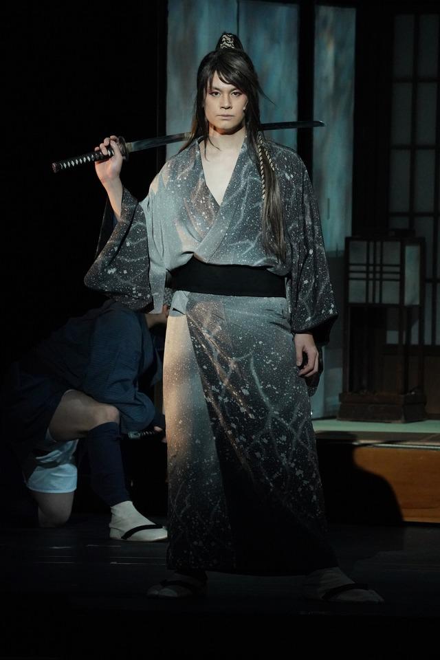 「絢爛豪華 祝祭音楽劇『天保十二年のシェイクスピア』」より、浦井健治演じるきじるしの王次。