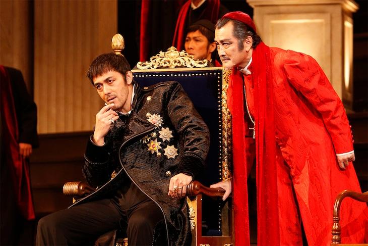 彩の国シェイクスピア・シリーズ第35弾「ヘンリー八世」より。(撮影:渡部孝弘)