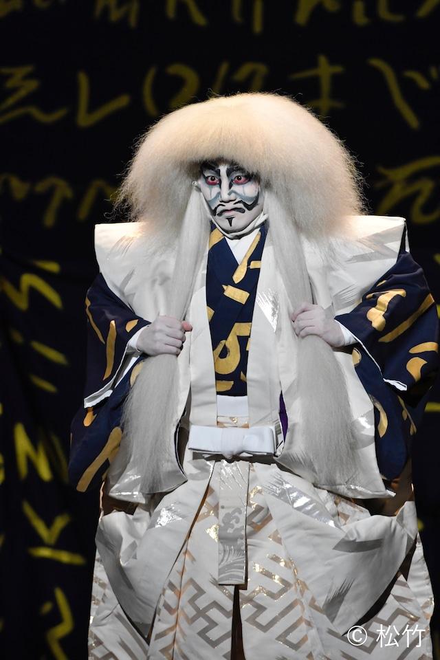 新作歌舞伎「風の谷のナウシカ」より、中村歌昇演じる墓の主の精。