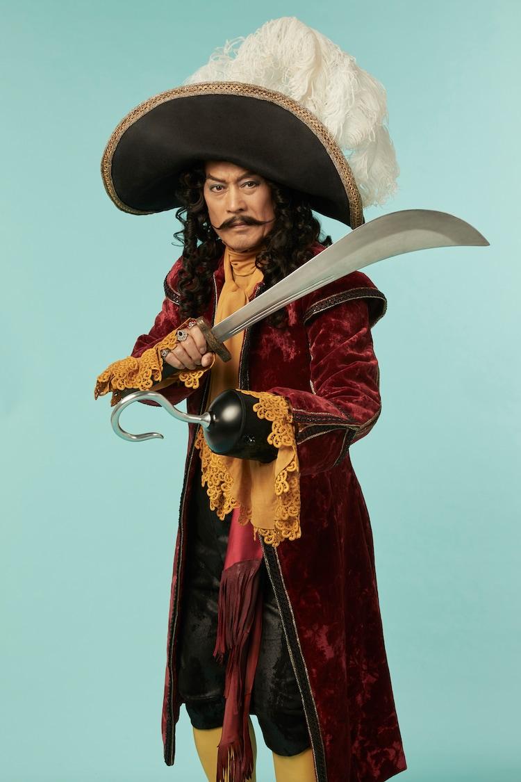 松平健扮するフック船長。