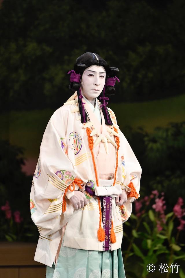 新作歌舞伎「風の谷のナウシカ」より、中村芝のぶ演じる庭の主。