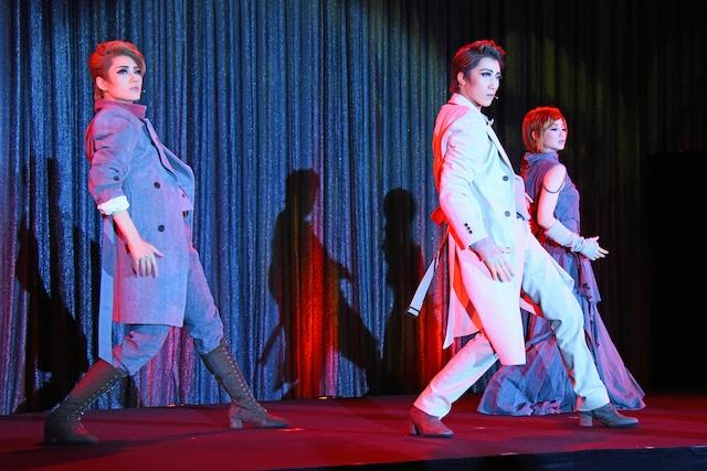 宝塚歌劇宙組「FLYING SAPA-フライング サパ-」制作発表会の様子。
