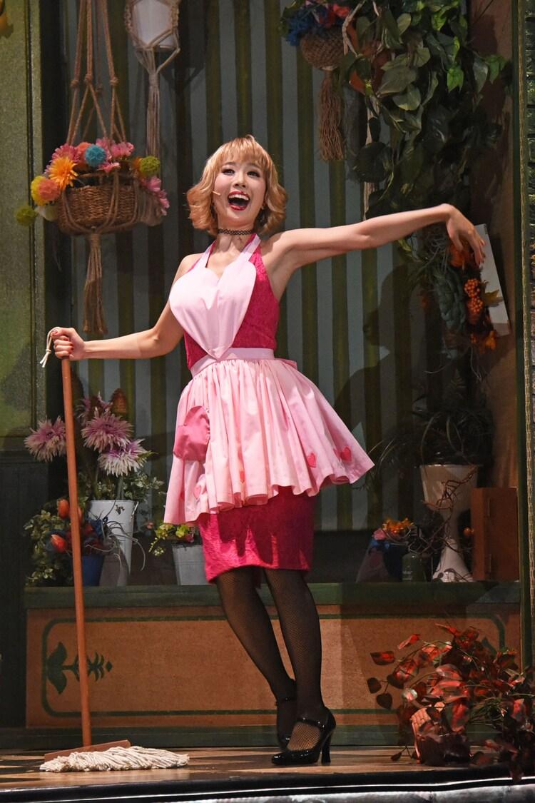 ミュージカル「リトル・ショップ・オブ・ホラーズ」ゲネプロより、妃海風演じるオードリー。