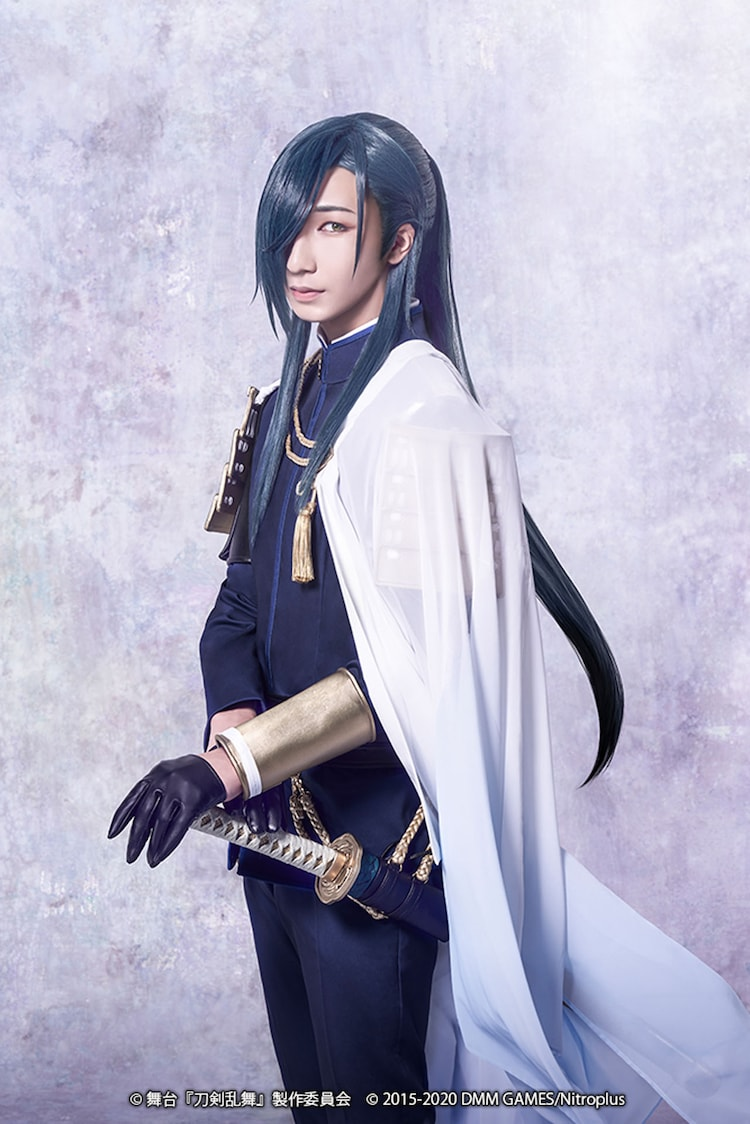 佐野真白扮するにっかり青江。