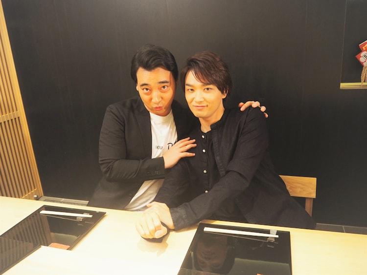 左から斉藤慎二(ジャングルポケット)、井上芳雄。