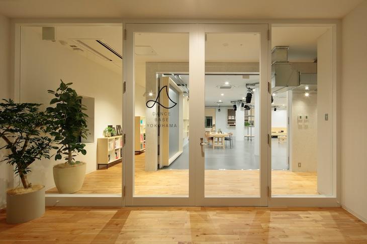 Dance Base Yokohamaのエントランス。