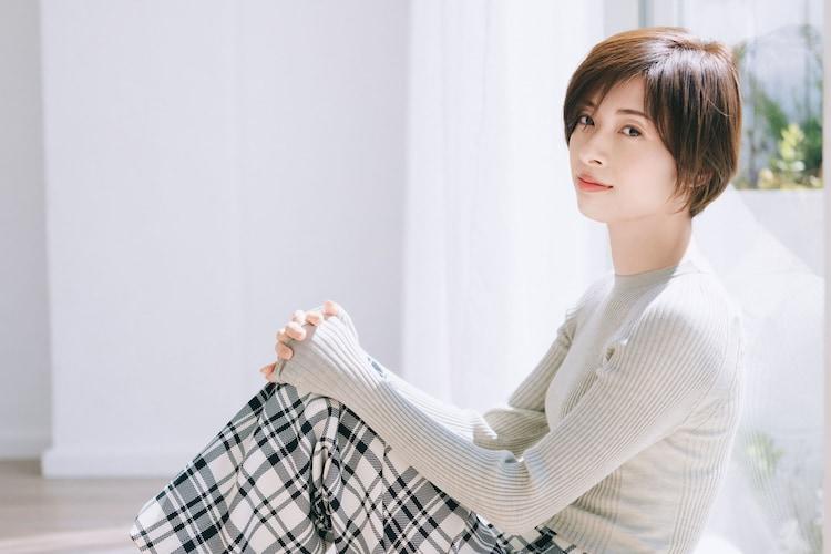 雑誌「CREA」(文藝春秋)2020年6・7月合併号より、明日海りお。