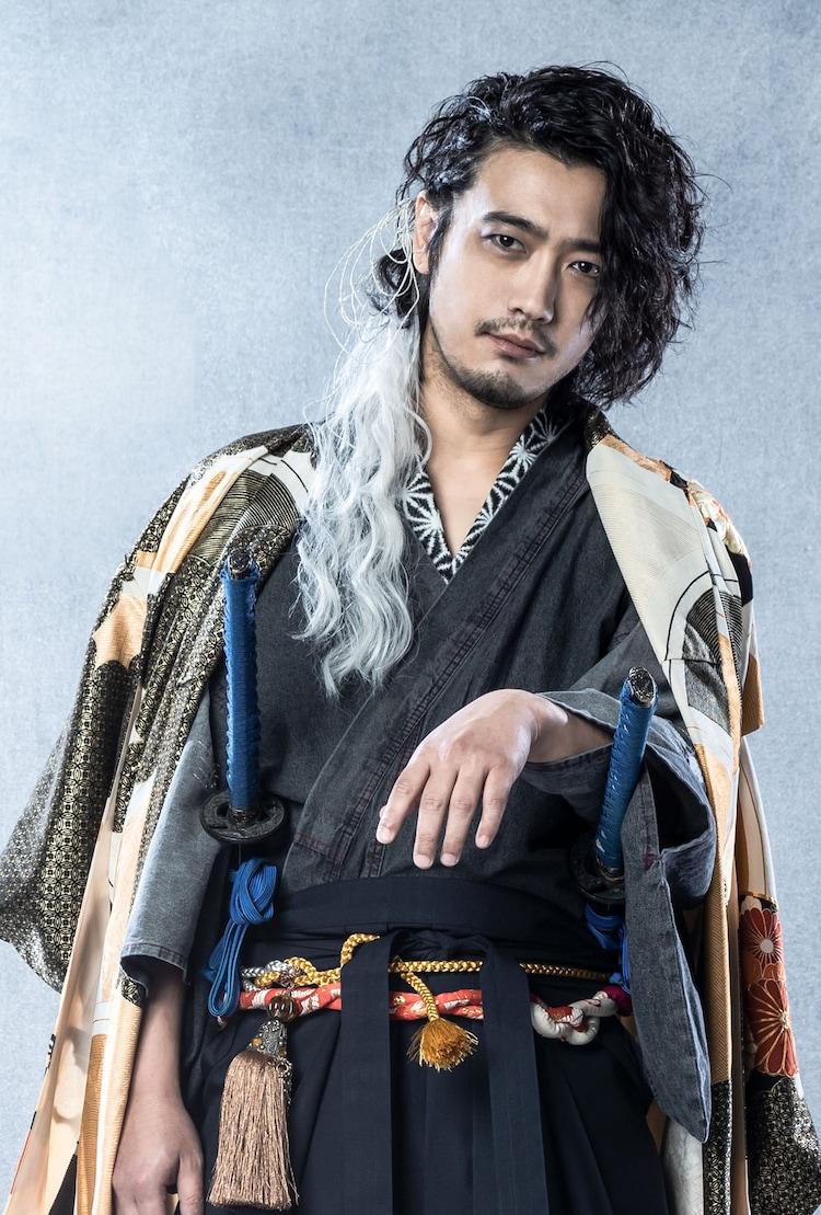 谷口賢志扮する天元。