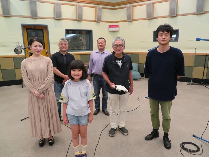 第1話「上野のスナイパー・ツルコ」の出演者。左から村川絵梨、上杉陽一、香月萌衣、江良潤、鈴木一功、亀田佳明。(写真提供:NHK)