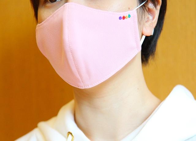劇団四季 衣裳部手作りマスクの着用イメージ。