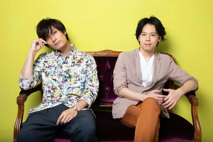左から加藤和樹、中川晃教。(撮影:岩村美佳)