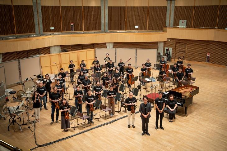 札幌交響楽団のメンバーと森崎博之。