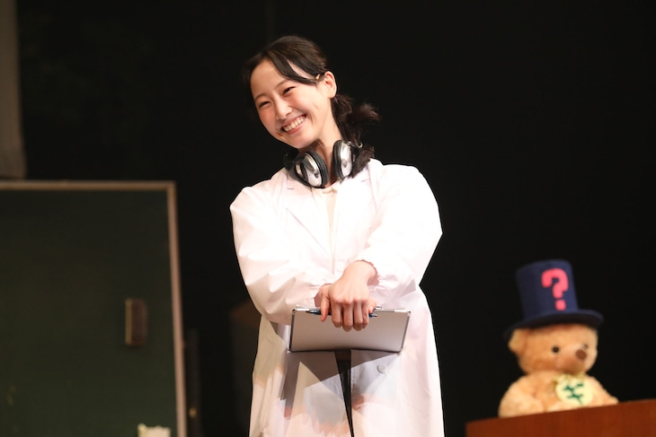 本多劇場グループ next「DISTANCE-TOUR-」より、松井玲奈「夏間麗のリモート授業」。 (撮影:和田咲子)