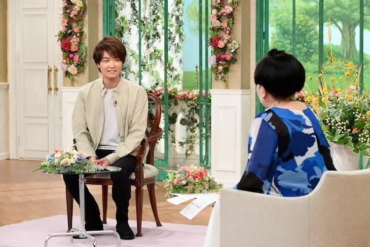 テレビ朝日系「徹子の部屋」より、井上芳雄(左)。(c)テレビ朝日