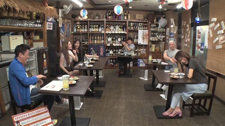 「ダウンタウンなう」より、左から時計回りに坂上忍、Ami、マリアン、浜田雅功、松本人志、夏菜。(c)フジテレビ