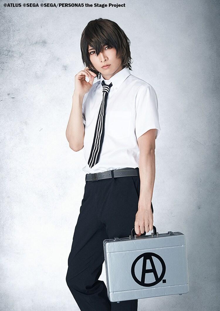 佐々木喜英扮する明智吾郎。