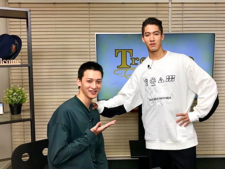 左から伊藤あさひ、尾上右近。