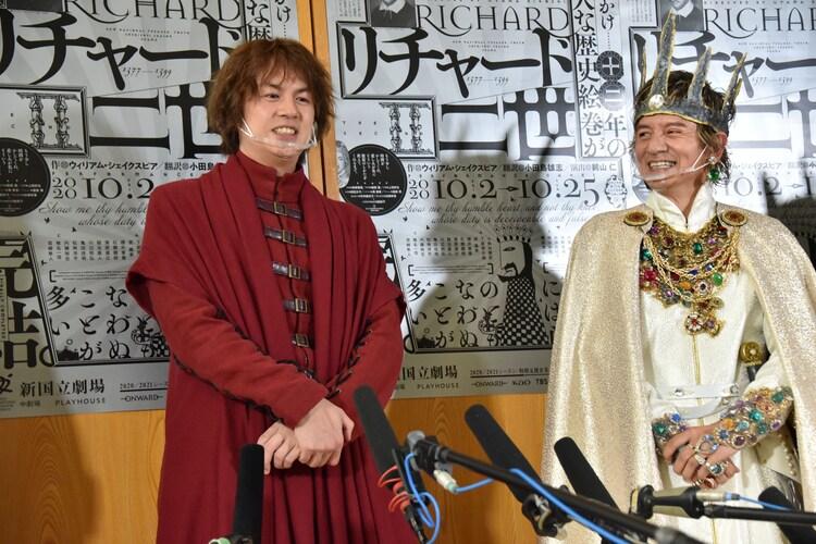 左から浦井健治、岡本健一。