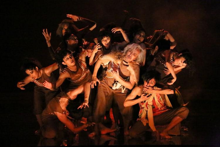 KAAT神奈川芸術劇場プロデュース「人類史」より。(撮影:宮川舞子)
