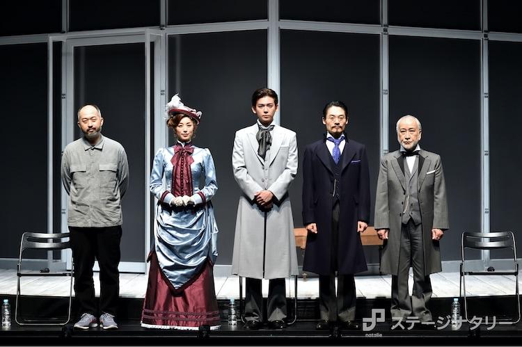 左から森新太郎、高岡早紀、小瀧望、近藤公園、木場勝己。(撮影:篠塚ようこ)