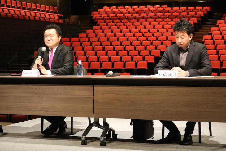 ロームシアター京都開館5周年記念事業「京都市交響楽団×石橋義正 パフォーマティブコンサート『火の鳥』」記者会見より。左から園田隆一郎、石橋義正。