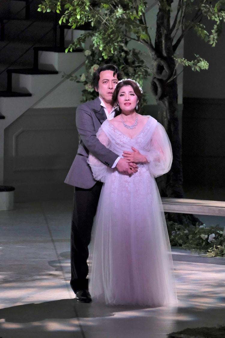 東京二期会オペラ劇場「メリー・ウィドー<新制作>」より。