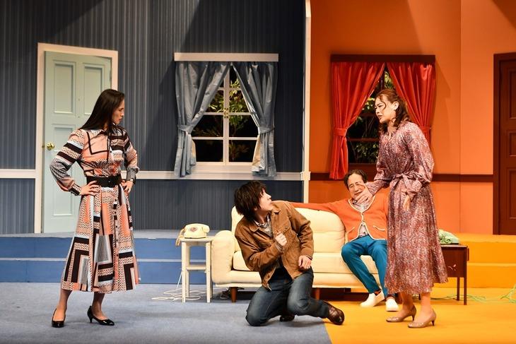 「ロンドンコメディ『Run For Your Wife』」12月公演より。(撮影:山副圭吾)