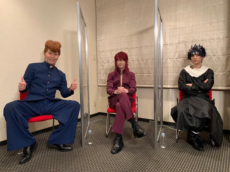 「キャスト座談会DVD」より。左から桑原和真役の郷本直也、蔵馬役の鈴木拡樹、飛影役の橋本祥平。