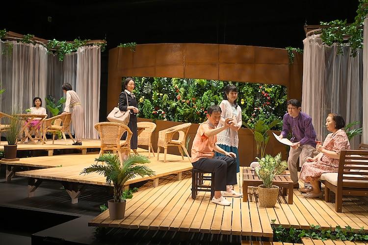青年団 第84回公演「眠れない夜なんてない」より。(撮影:青木司)