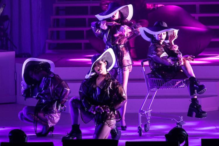 PARCO produce「東京ゲゲゲイ歌劇団 vol.IV『キテレツメンタルワールド』」より。(Photo by ARISAK)